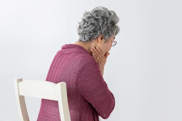 口臭に悩む高齢者
