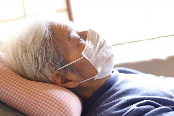 肺炎に罹った高齢者